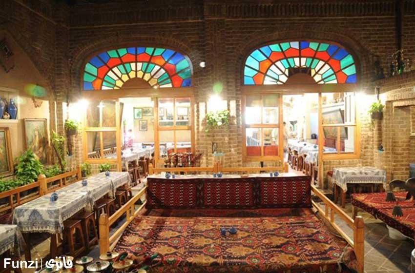 سفره خانهی سنتی آذری برای شب گردی در تهران