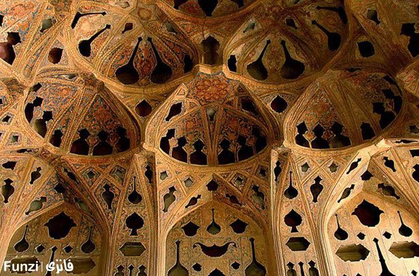 نمای داخلی و سقف زیبای کاخ عالی قاپو 1