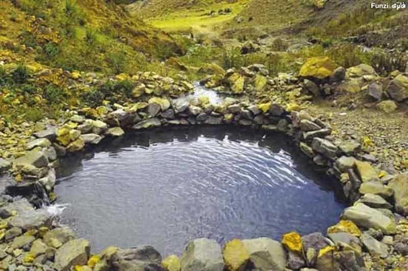 چشمه آب گرمی در طبیعت ایلام