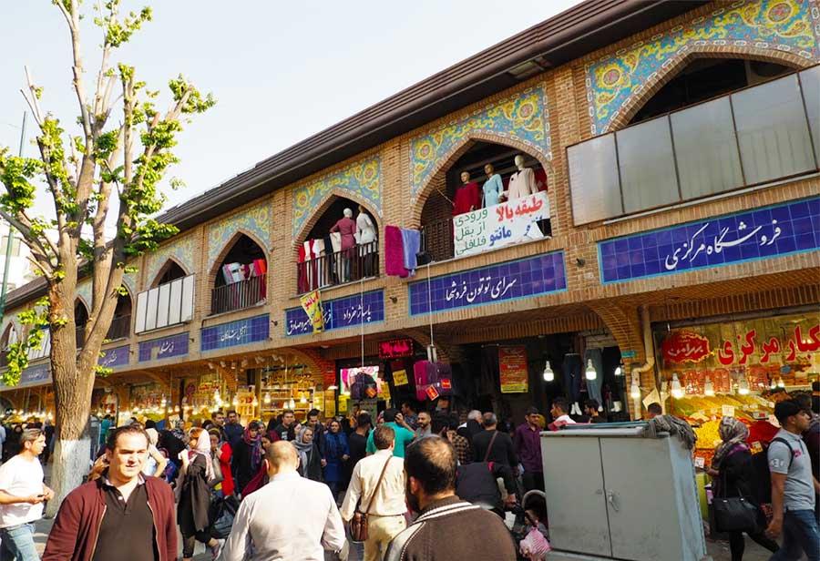 نمایی زیبا از بازار بزرگ تهران در خیابان پانزده خرداد