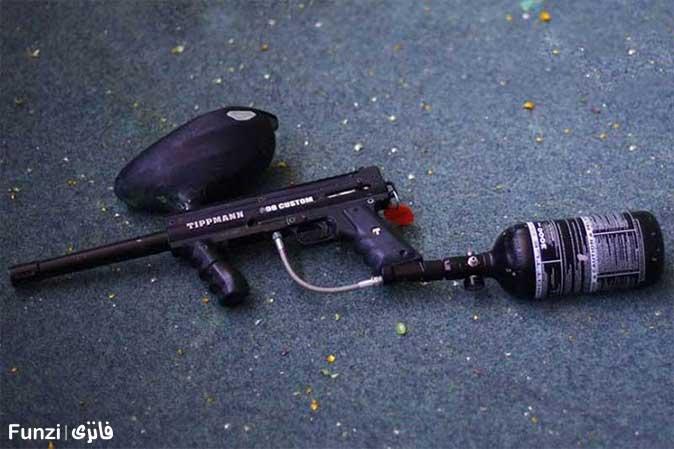 نمای نزدیک از تفنگ پینت بال (مارکر)