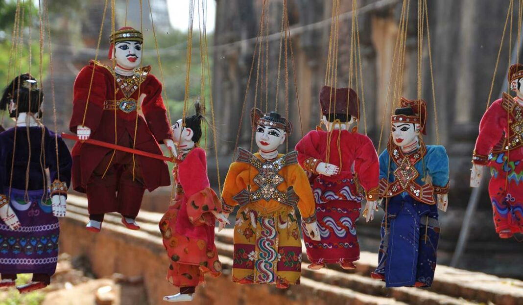 نمایش عروسکی عروسک گردانی