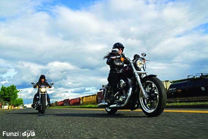 حرکت دادن موتور سیکلت در آموزش موتور سواری