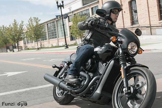 دور زدن در آموزش موتور سواری