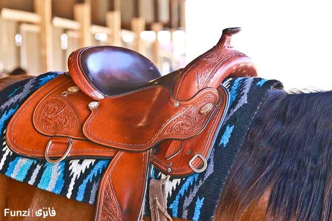 زین کردن اسب در آموزش سوار کاری