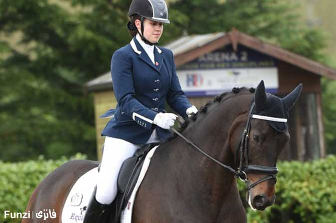 نگاه کردن به اسب در آموزش سوار کاری